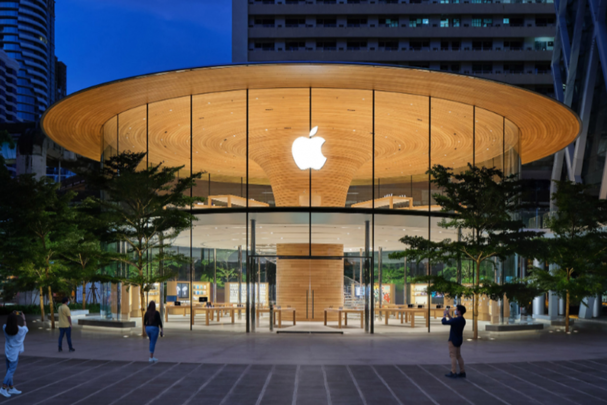 Tree-like column is centrepiece of Apple Central World by Foster + Partners