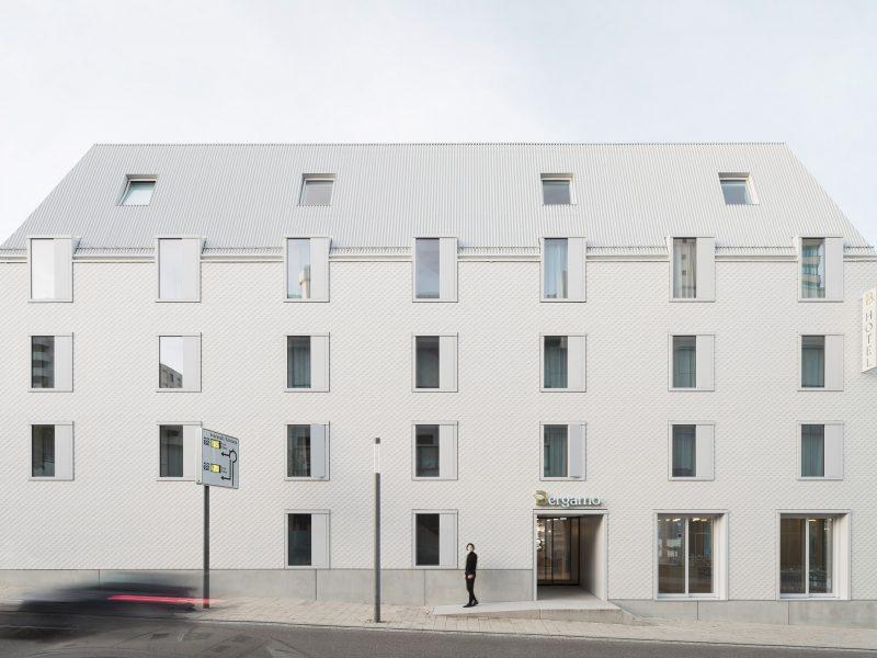 Von M clads carbon-neutral Hotel Bauhofstrasse in white fibre-cement shingles